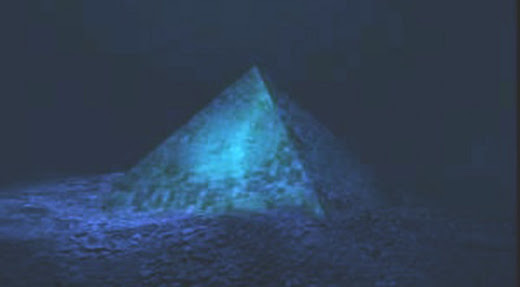 Piramide submarina