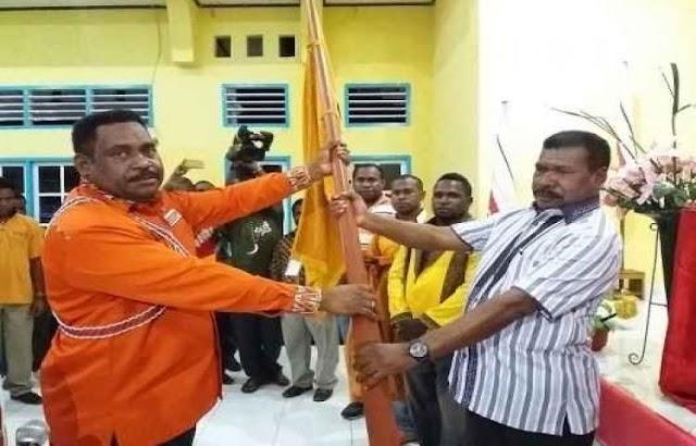 Wakil Bupati (Wabup) Sorong Selatan (Sorsel) Drs. Martinus Salamuk resmi menakhodai Partai Hati Nurani Rakyat (Hanura)