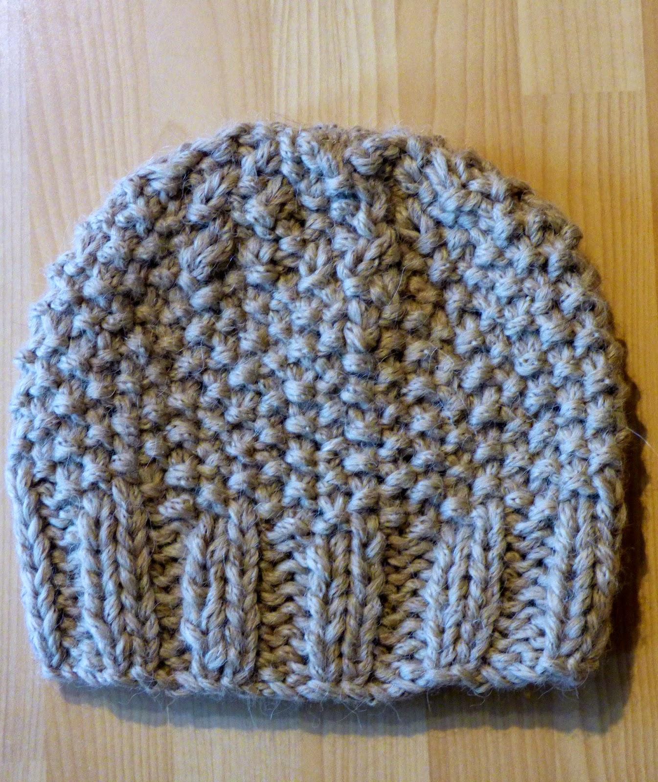 35222b9655e1 Souvenez-vous, Sophie avait besoin d un bonnet assorti à son petit col (le  col est ICI). Le voici !