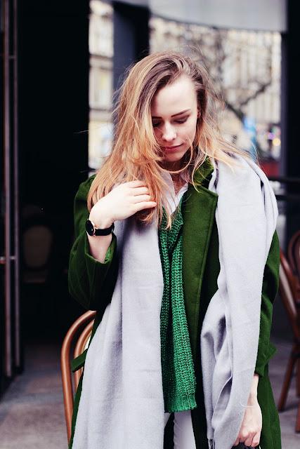 Zielony płaszcz w stylizacji