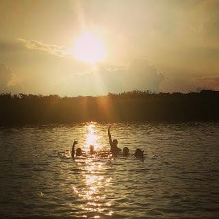schwimmen-im-amazonas