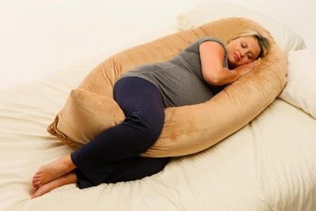 Gối ôm bà bầu chữ U tốt nhất cho giấc ngủ