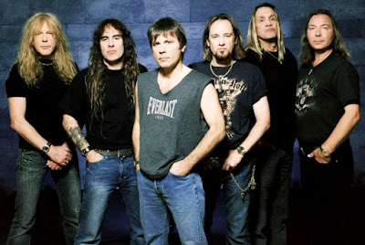 Foto de  la banda Iron Maiden parados