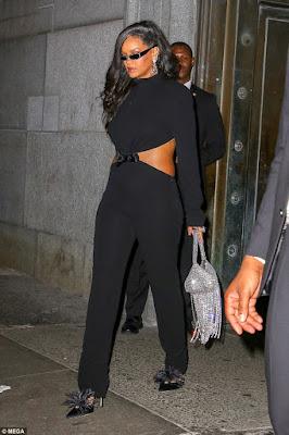 Perubahan Penampilan Baru Rihanna Dengan Perut Kencang