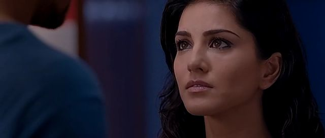 Screen Shot Of Hindi Movie Jism 2 (2012) Download And Watch Online Free at moviesmella.com