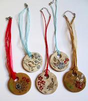 Annapia Sogliani https://www.latelierdannapia.com/ bijoux ceramique faits main gioielli ceramica fatti a mano jewelery ceramique handmade