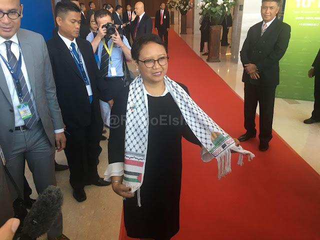 Di Balik Selendang Palestina yang Dikenakan Menteri Retno