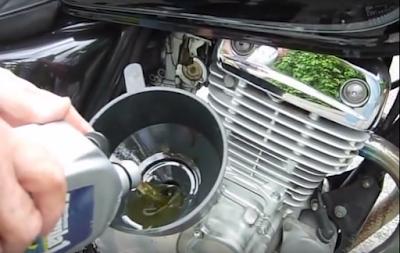 cara ganti oli motor yang benar