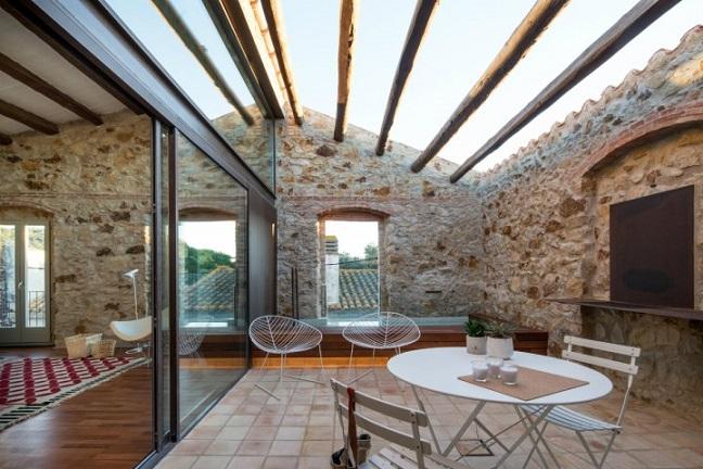 Estilo rustico casa rustica de piedra remodelada for Casa minimalista rustica