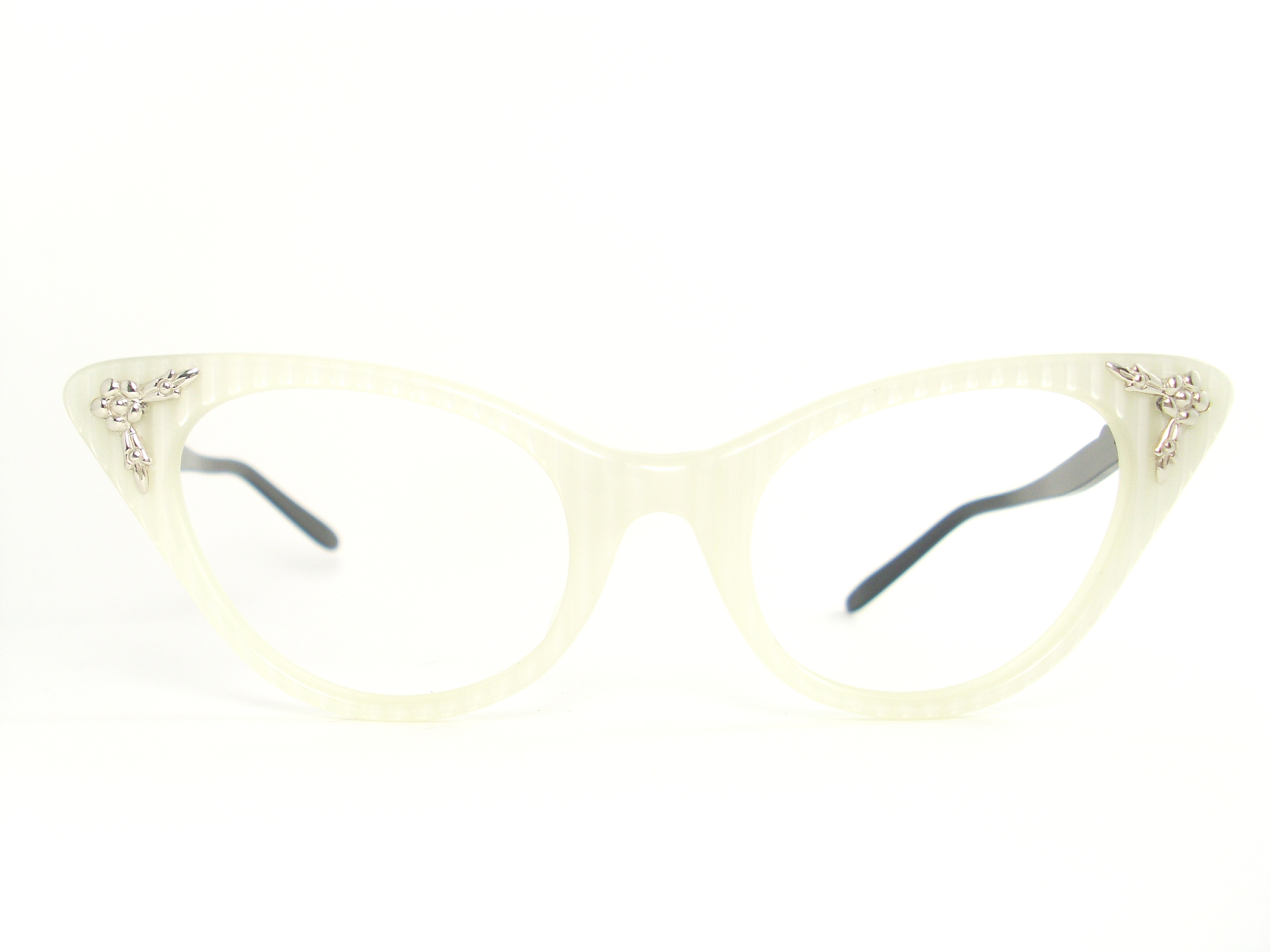 a3dae0f26f0 VINTAGE WHITE SELF STRIPING CAT EYE GLASSES FRAME. UNIQUE AND BEAUTIFULLY  FEMININE. ALUMINUM ARMS IN SILVER AND BLACK. MANNEQUIN PHOTOS GIVE A BETTER  ...