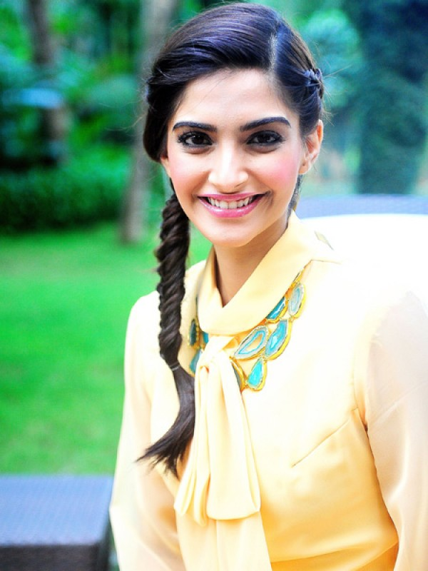 side choti hair style sonam kapoor hairstyles pictures 2013 krazy fashion rocks 6955