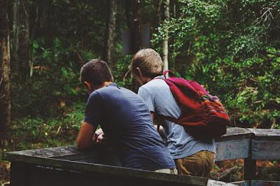 Jadilah Pendengar Yang Baik Dan Tempat Penyimpan Rahasia Yang Baik