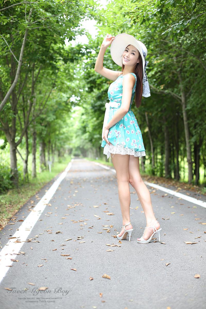xxx nude girls: Lee Gyu Ri in White