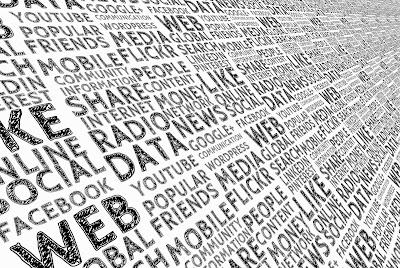 Essentia adalah sebuah manajemen data yang terdesentralisasi yang memungkinkan semua pemilik data dapat berinteraksi diinternet dengan kendali penuh
