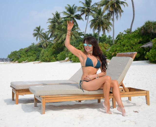 Lizzie Cundy Hot Bikini Photos At Candids in Maldives