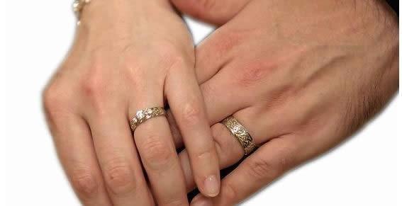 cuanto cuesta un anillo de compromiso de oro