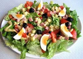 Salade d'été au basilic