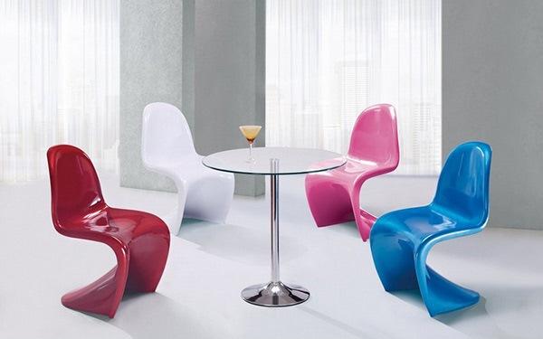 Desain Ruang Makan dengan Set Kursi WarnaWarni