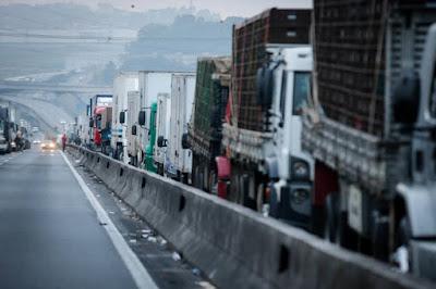 Tribunal manda transportadora indenizar filhos de mulher que morreu na carona de caminhão-trator