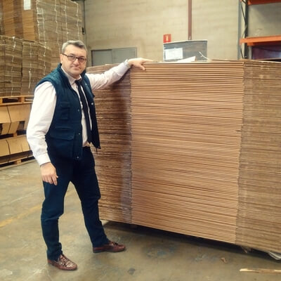 cajas de carton con papel kraft