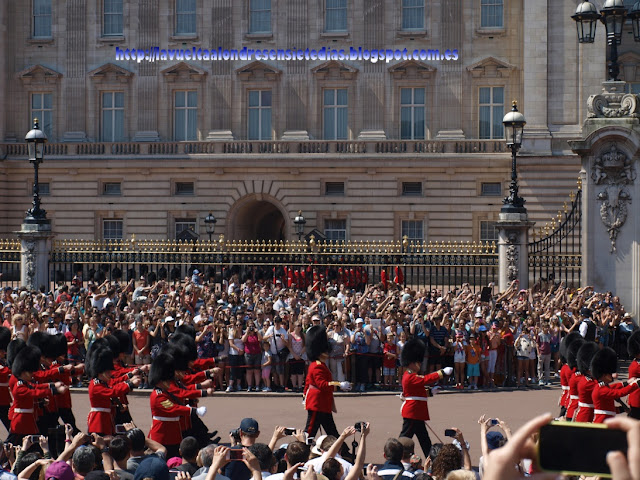 Cambio de la guardia en Buckingham Palace.