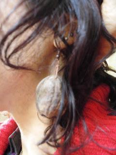 orecchini gusci di noci naturali