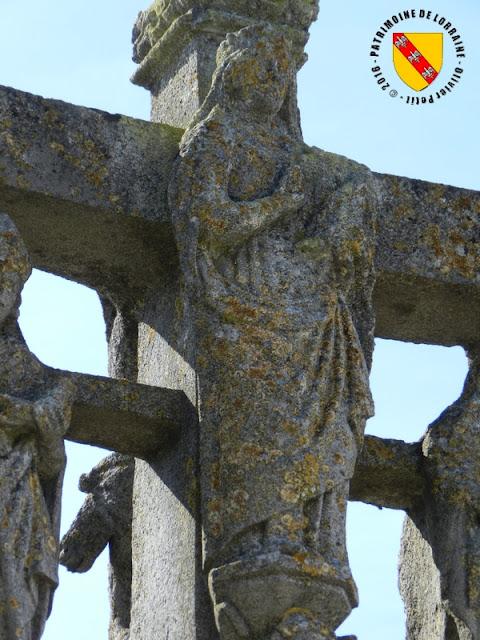 VIOCOURT (88) - Croix-calvaire de cimetière (1586)
