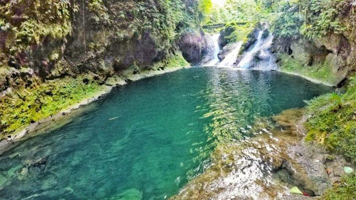 Soñar cascada de agua clara