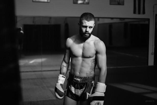 Ritratto fotografico di Daniel Ghercioiu, fighter di Muay Thai