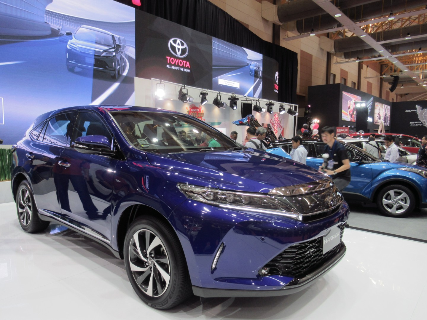 motoring-malaysia: umw toyota starts delivery of the all-new 2018