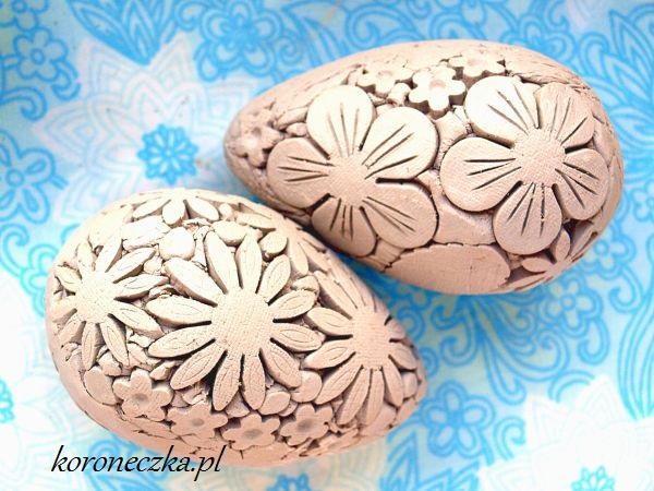 Dwie pisanki ceramiczne w kwiatki