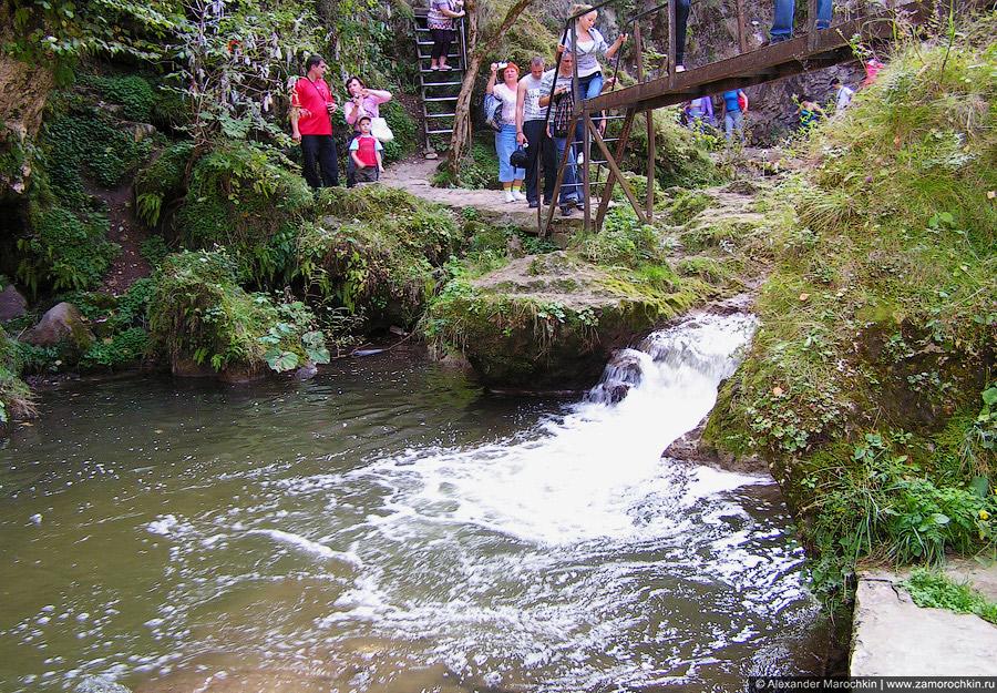 Один из Медовых водопадов, совсем маленький