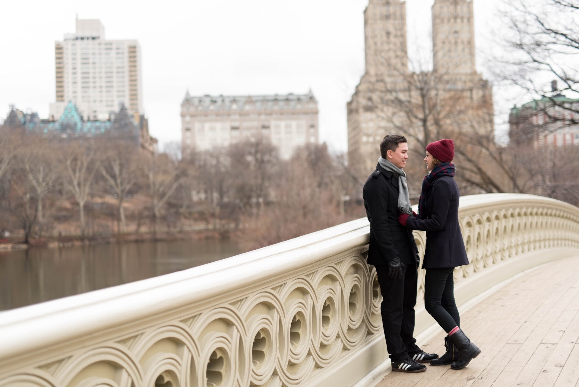 central park, engagements, couple, photography, bridge, winter, nyc, new york, manhattan architecture, skyline, winter engagement photo outfits, poses, ideas
