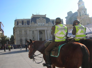 Santiago de Chile, Correos central, carabineros , Chile, vuelta al mundo, round the world, La vuelta al mundo de Asun y Ricardo