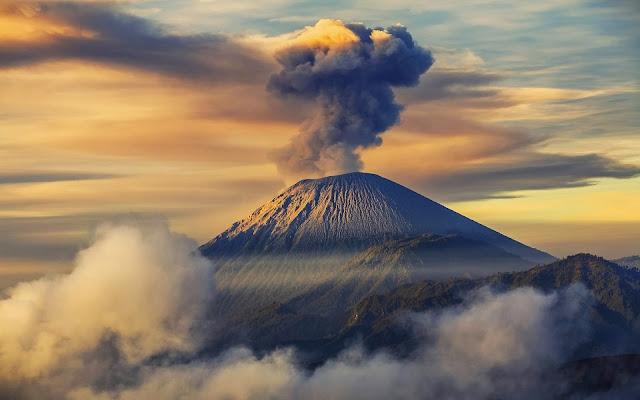 Gunung Semeru Merupakan Salah Satu Gunung Berapi Paling Indah Di Indonesia