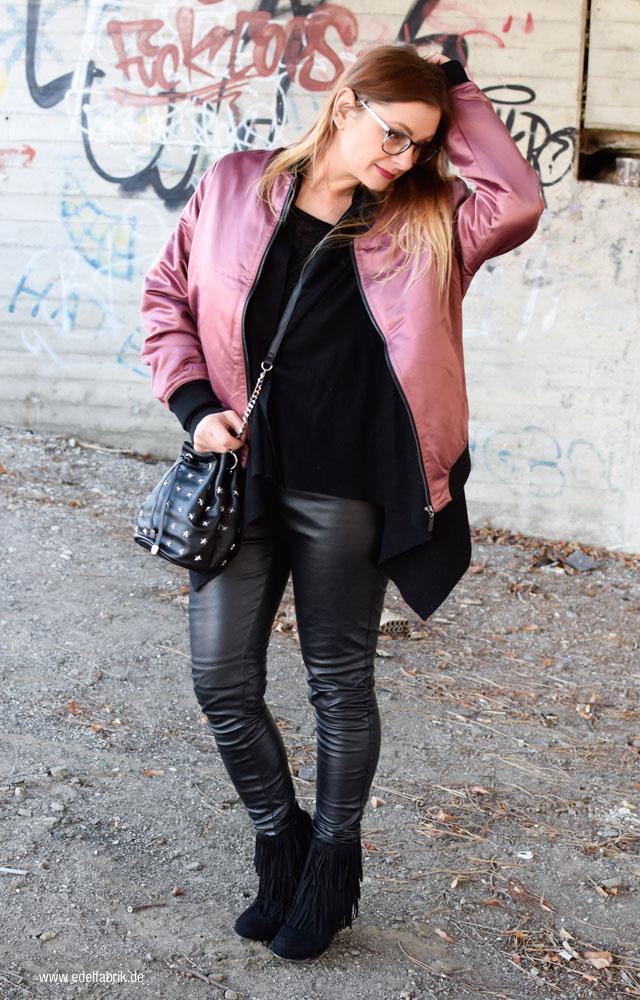 Trend Rosa Bomberjacke, schwarze Lederleggings