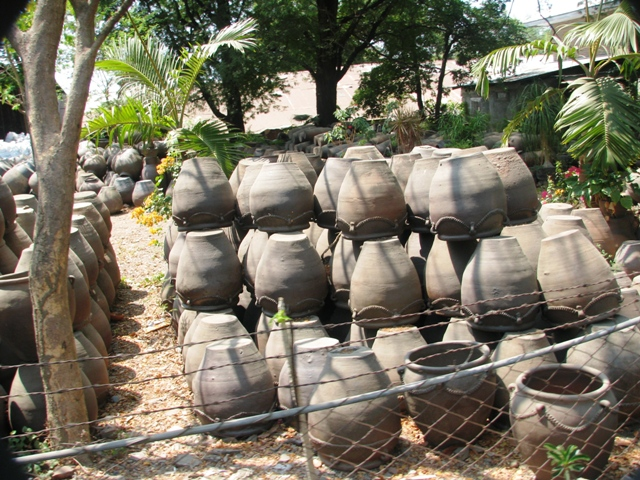 Burnay Jars or the Burnay Pottery, vigan ilocos sur, things to do in vigan, vigan attractions, vigan tourist destinations