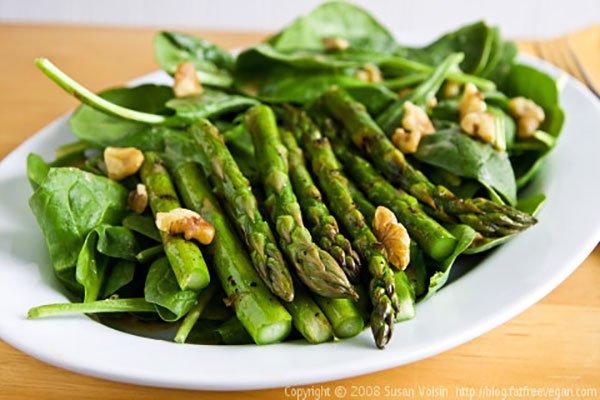 سلطة الهليون بالجوز grilled-asparagus-sa