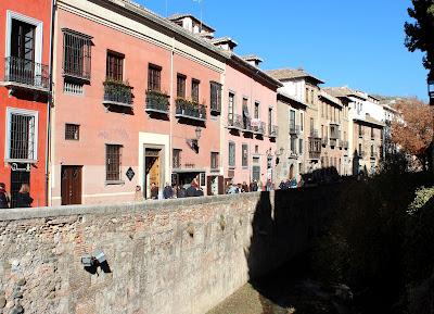 Paseo del Darro. Río Darro en Granada