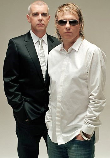 Foto de Pet Shop Boys posando para fans