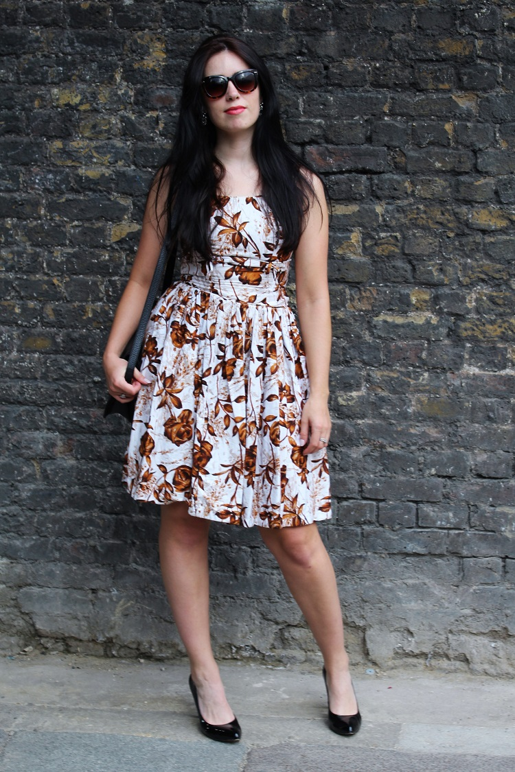 Vintage 50s dress, London fashion blogger Emma Louise Layla