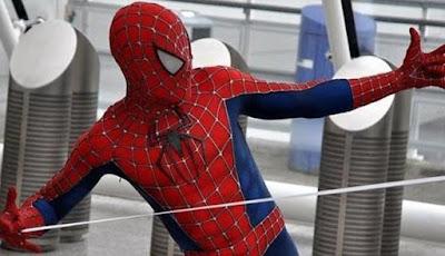 Para Ilmuwan Menemukan Perekat UV Spider-Man