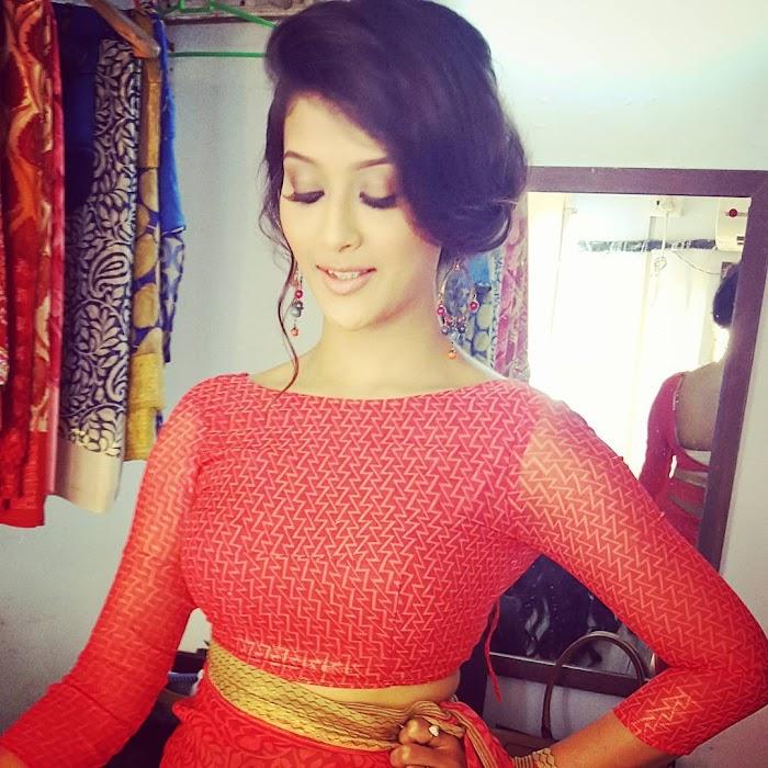 Pooja Jhaveri Hot Instagram Photos