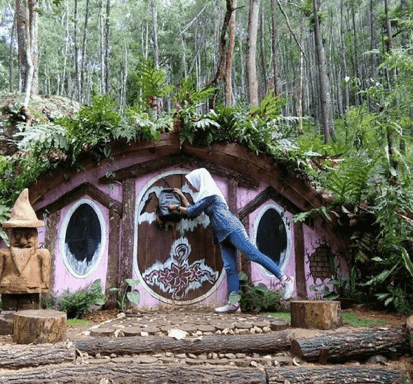 Rumah Hobbit seribu batu songgo langit