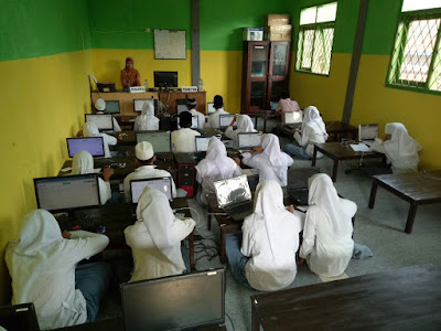 Keterbatasan Sarana Tidak Menyurutkan Kasek SMK Al Anwar Untuk Tidak Melaksanakan UNBK
