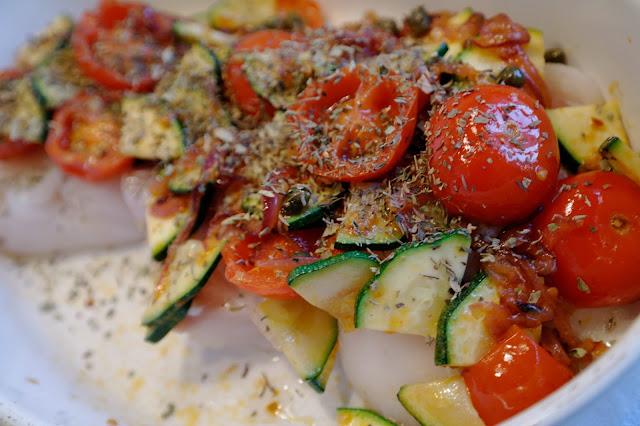 torsk med grönsaker och örter