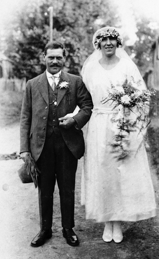 Photograph of Mr & Mrs Honour at Moffats Farmhouse on their wedding day