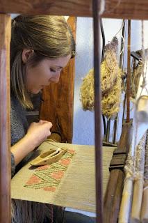 arianna pintus al telaio tratalias tessitura lino