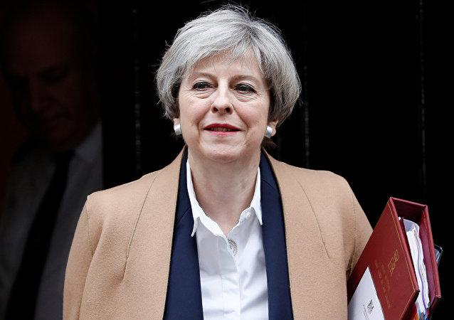 تيريزا ماى تزور الملكة ايزابيث بعد خسارتها فى الانتخابات