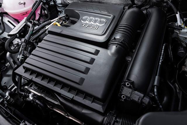 Audi Q3 Flex 2017 - interior - motor